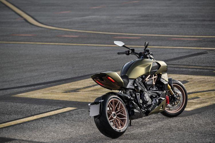 Moto Ducati Diavel Lamborghini 77