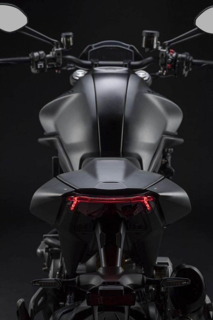 Moto Ducati Monster 2021 Plus39