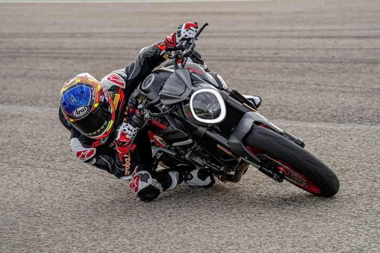 Moto Ducati Monster 2021 Plus74
