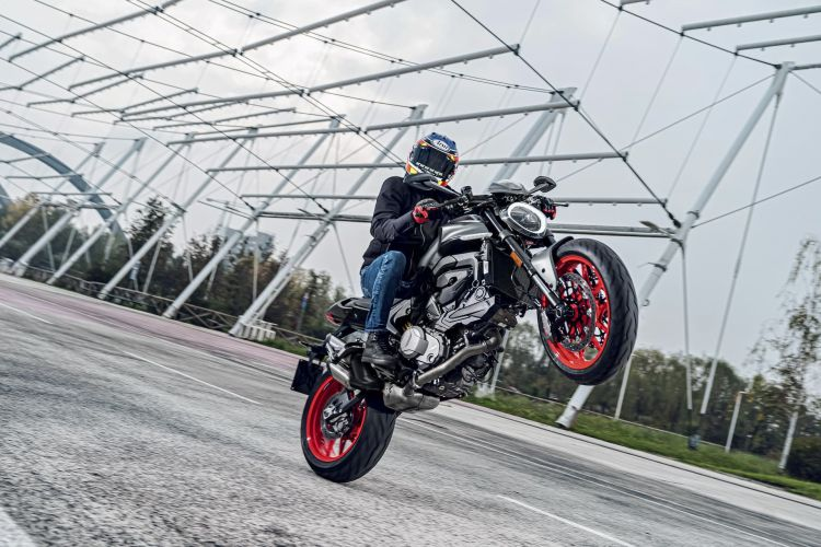 Moto Ducati Monster 2021 Plus85