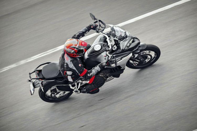 Moto Ducati Multistrad V4 Action2
