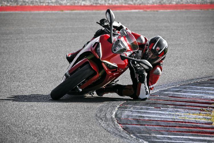 Moto Ducati Supersport 950 S75