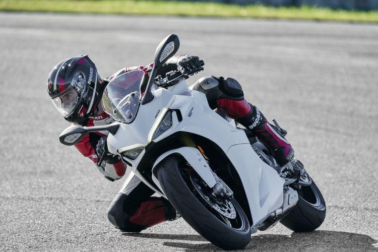 Moto Ducati Supersport 950 S82