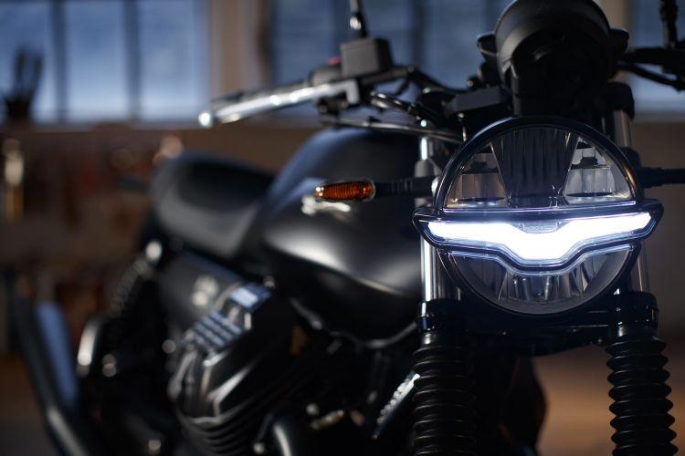 Moto Guzzi V7 Stone 14