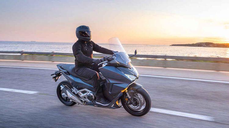 Moto Honda Forza 750 Carretera C3 R 2