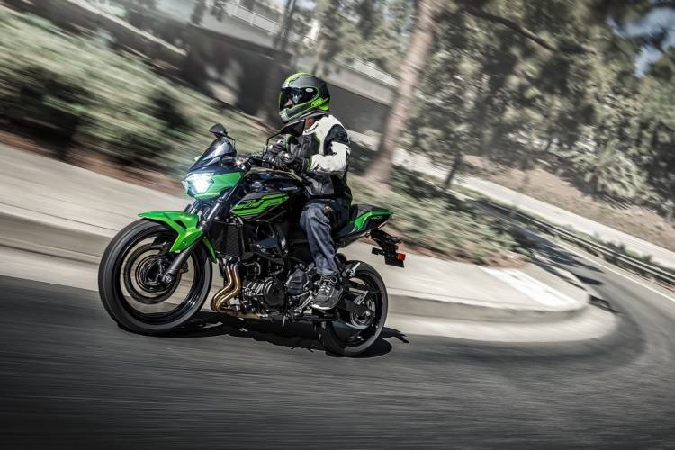 Moto Kawasaki Z400 Dm 2