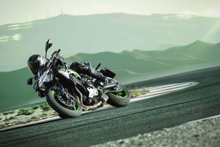 Moto Kawasaki Z900 2021