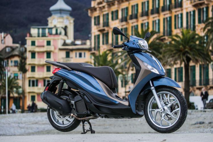 Moto Scooter Piaggio Medley 125 12