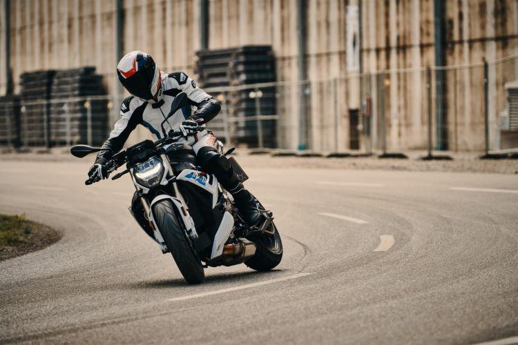 Moto Taller Conducir Valocidad 222 Km H Bmw S 1000 R 2021 01