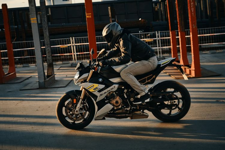 Moto Taller Conducir Valocidad 222 Km H Bmw S 1000 R 2021 03