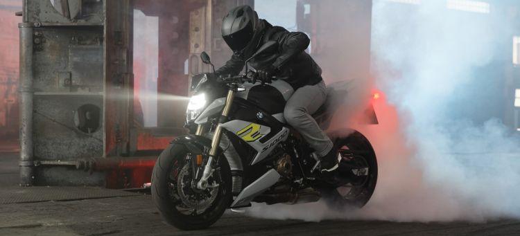 Moto Taller Conducir Valocidad 222 Km H Bmw S 1000 R 2021 Portada Bis