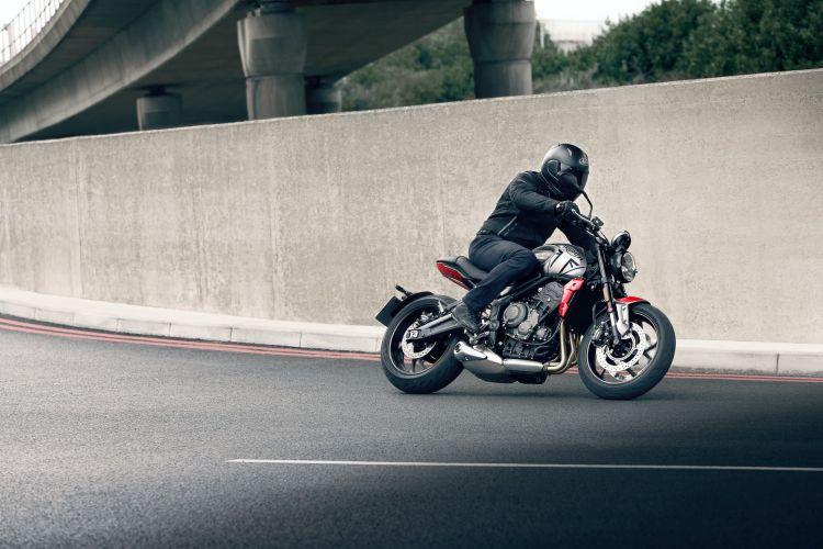 Moto Triumph Trident Calle