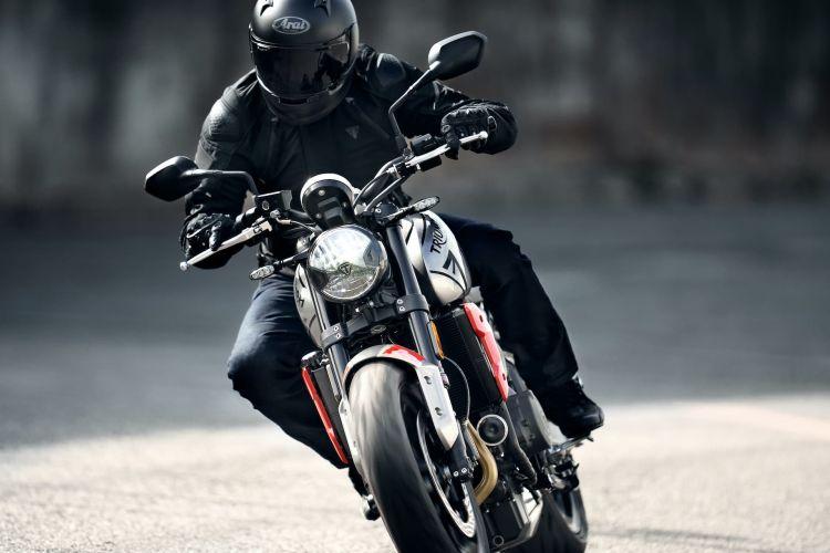Moto Triumph Trident Calle2