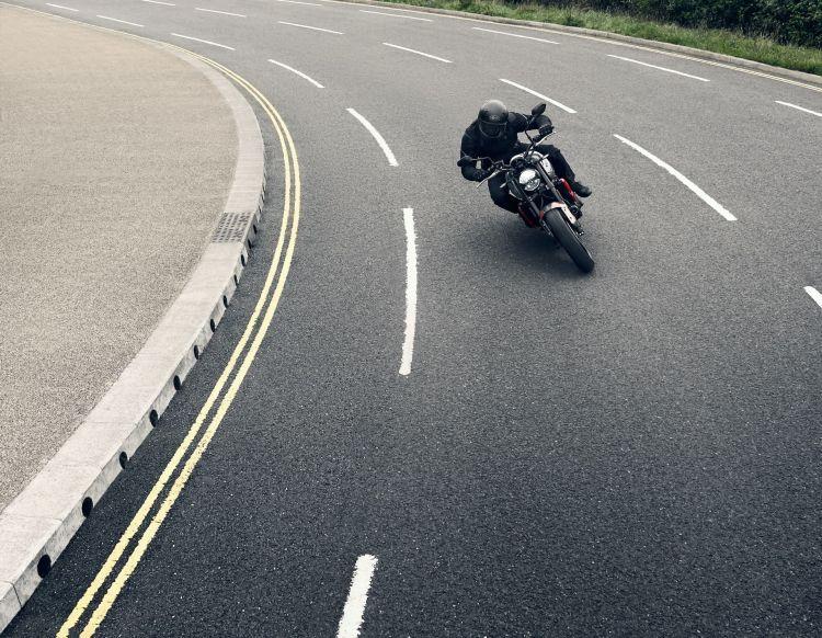 Moto Triumph Trident Calle3