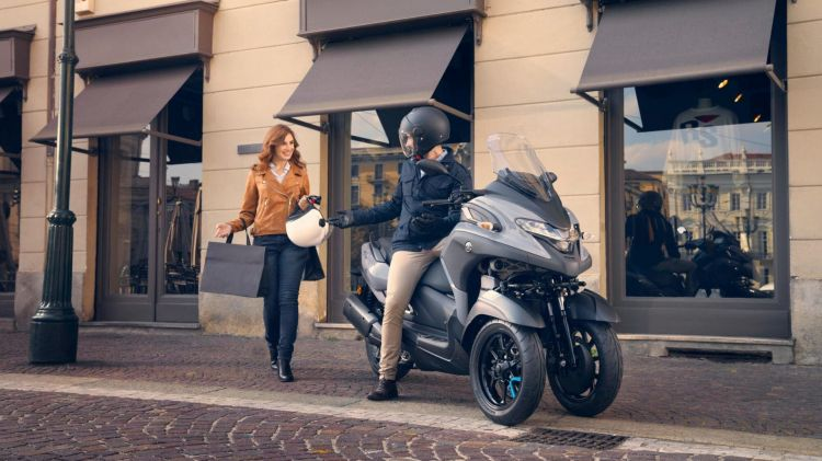 Motos Tres Ruedas Carnet Coche Yamaha Tricity 02