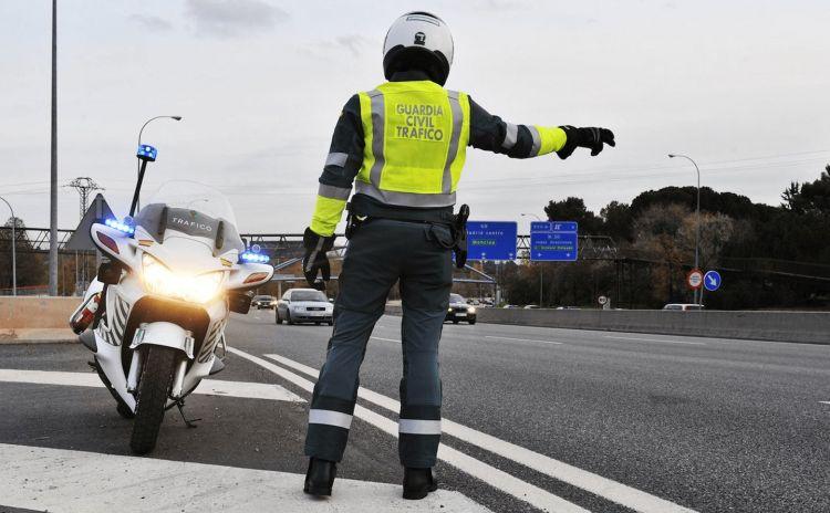 Multa Adelantar Por La Derecha Dgt Guardia Civil Control