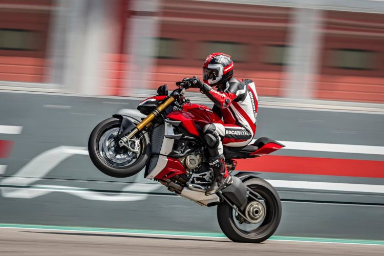 My20 Ducati Streetfighter V4 S Ambience 23 Uc101642 Mid