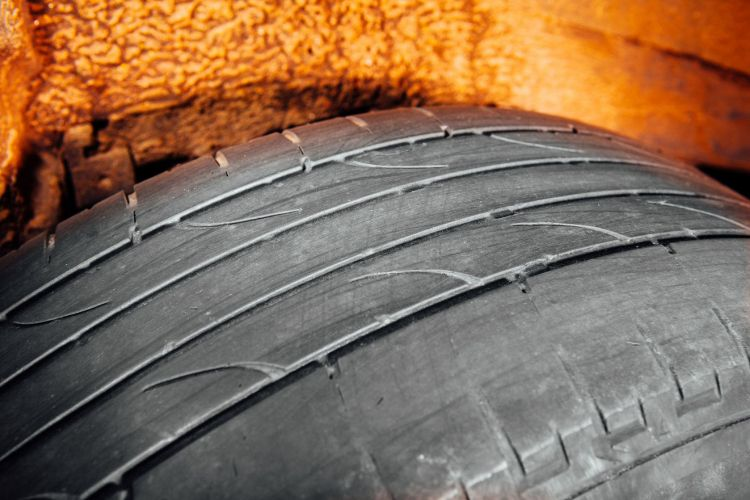 52679250 Used Car Tire With Worn Out Depth Of Thread