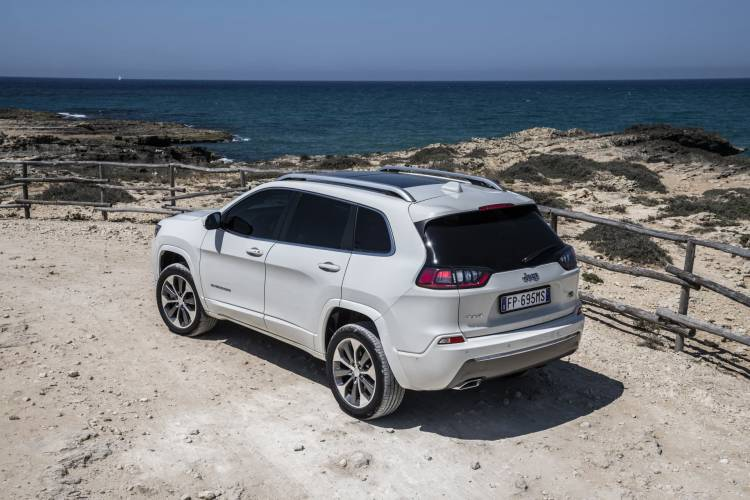 New Jeep Cherokee Overland 37