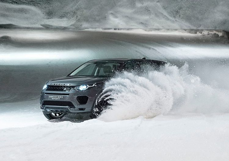 nieve land rover discovery sport 750x - 10 tips on how to travel by car with snow