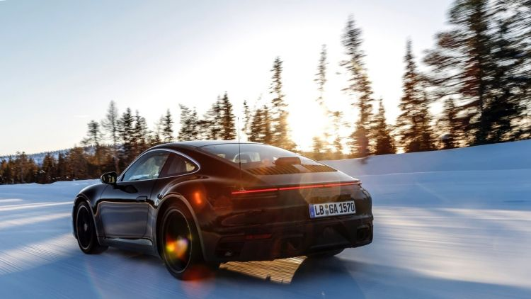 nieve porsche 911 750x - 10 tips on how to travel by car with snow