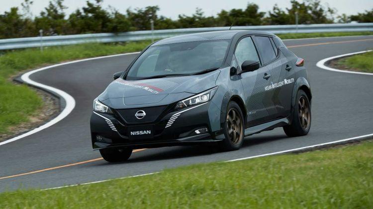 Nissan Leaf 4x4 1019 001