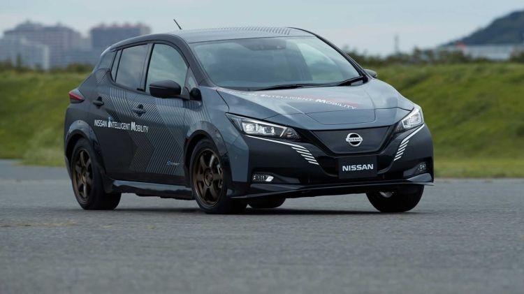 Nissan Leaf 4x4 1019 010
