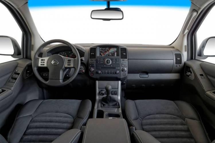 Nissan Navara LE SV, un traje de Armani para la aguerrida pick-up
