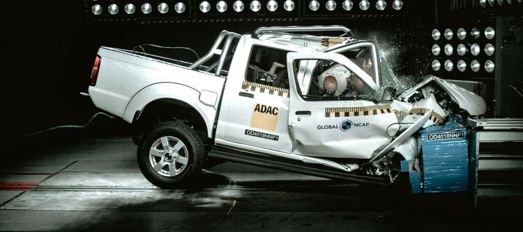 Nissan Np300 Crash Test