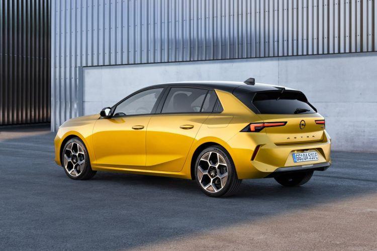 Opel Astra 2022 Trasera Amarillo 01