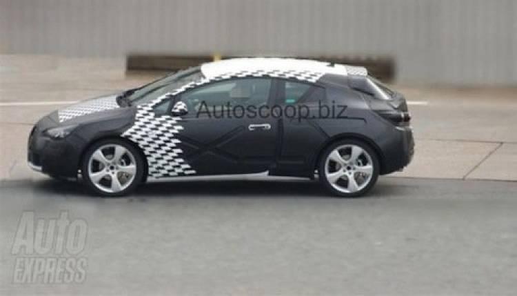 Opel Astra GTC 2011, fotos espía