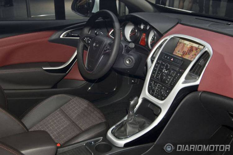 Opel Astra GTC en el Salón de Frankfurt