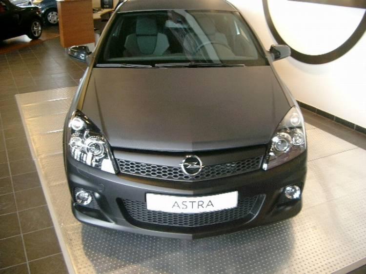 Opel Astra OPC Black Edition