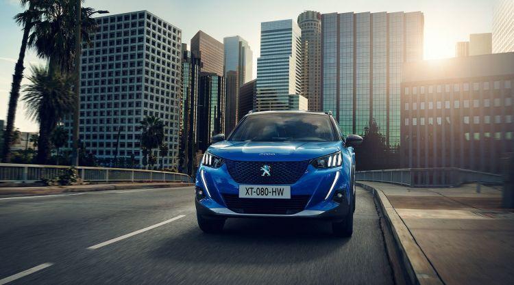Peugeot E 2008 Azul 2019 04