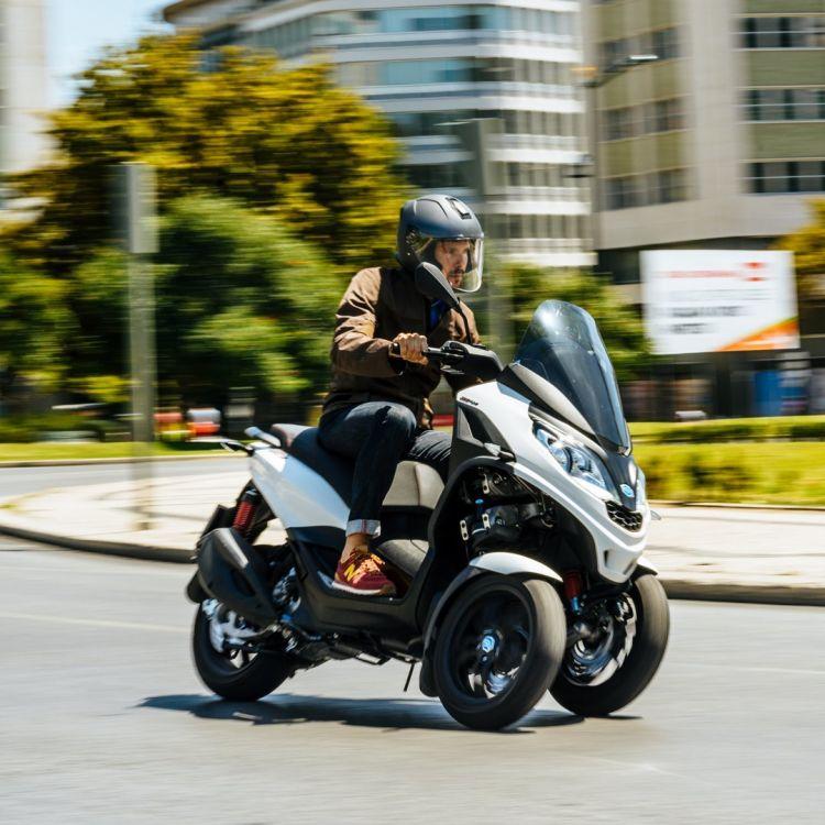 Piaggio Mp3 Scooter 3 Ruedas 02