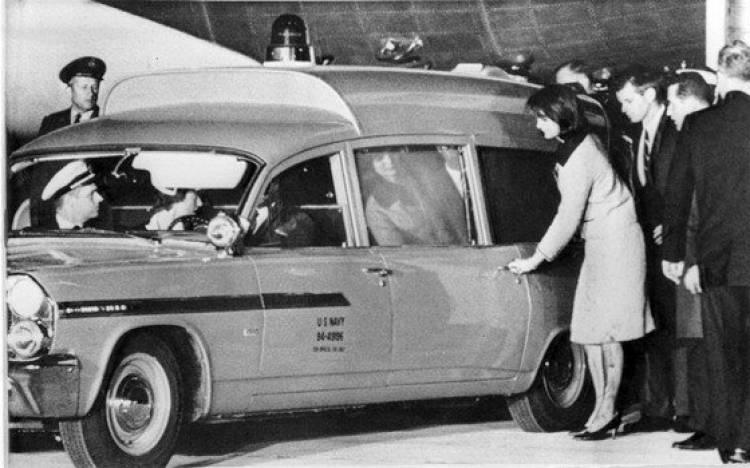 Se subasta el Pontiac Bonneville funerario de John F. Kennedy