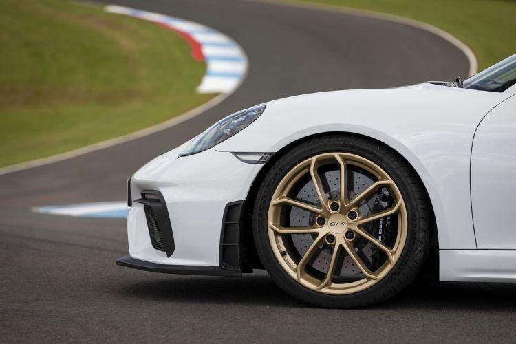 Porsche 718 Cayman Gt4 0719 137