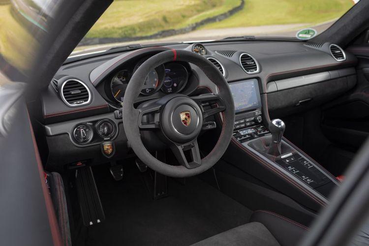 Porsche 718 Cayman Gt4 0719 143