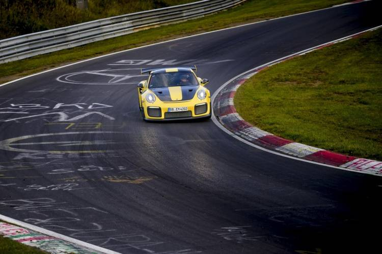 porsche-911-gt2-rs-record-nurburgring-004