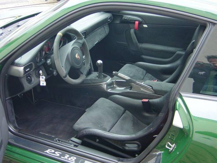 porsche-911-gt3-british-green-13