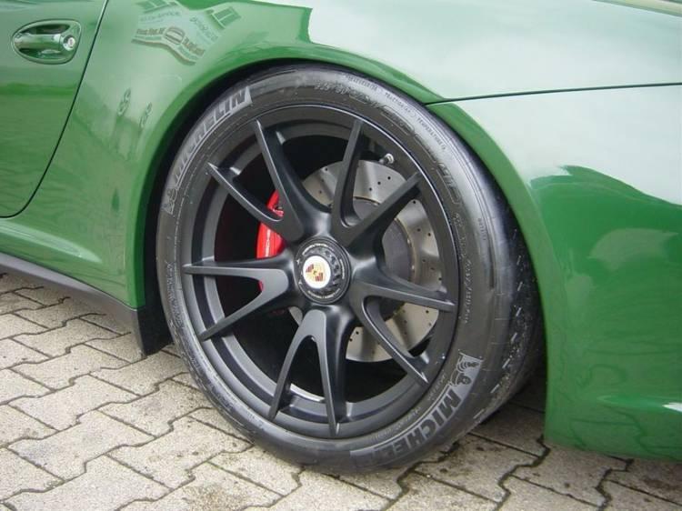 porsche-911-gt3-british-green-8