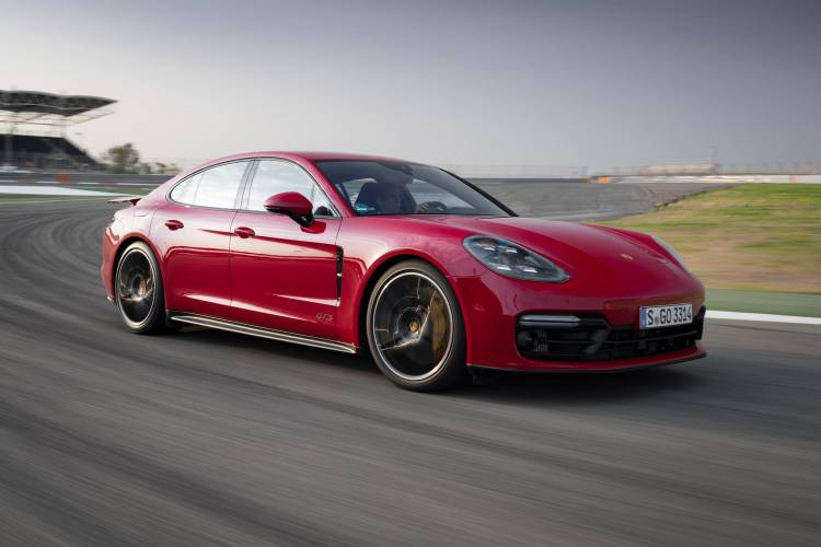 Porsche Panamera 1018