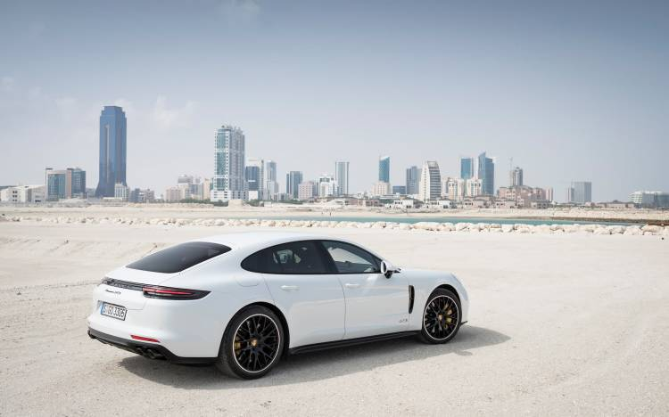 Porsche Panamera 1020