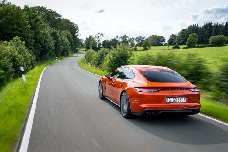 Porsche Panamera Turbo S 2021 33