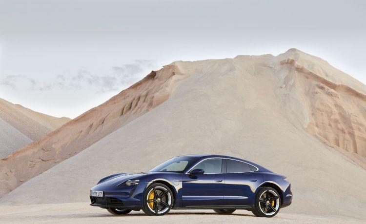 Porsche Taycan Azul Gentian 113
