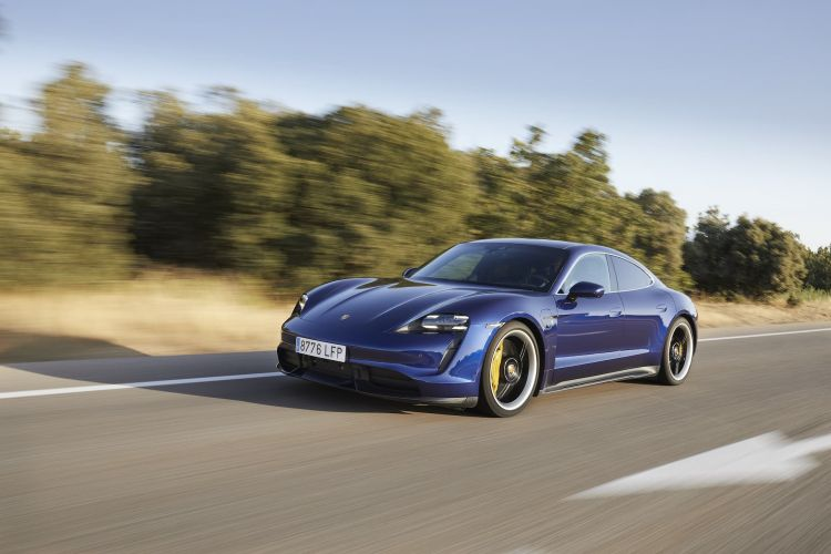 Porsche Taycan Azul Gentian 85