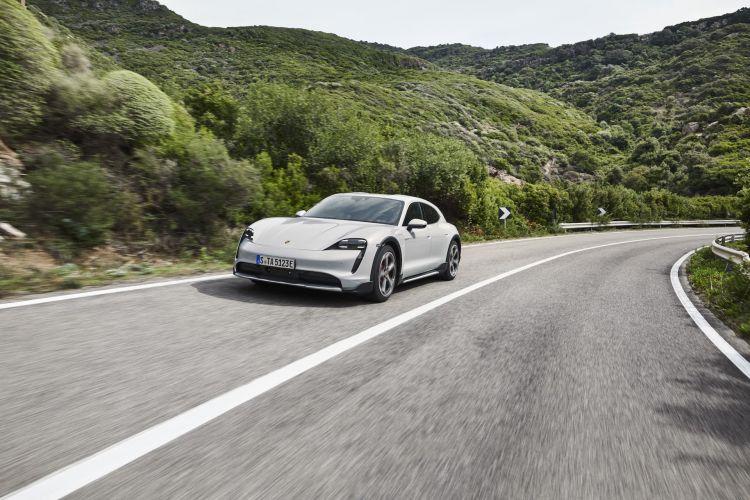 Porsche Taycan Cross Turismo Offroad Design 17