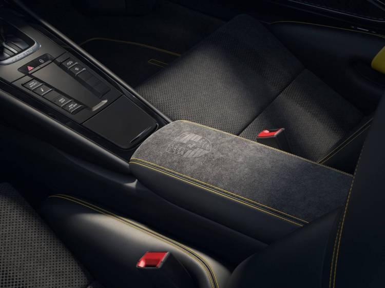 Porsche 911 Gt3 Rs Negro Llantas Doradas 3
