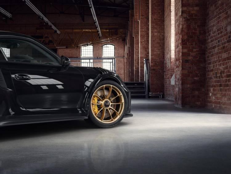 Porsche 911 Gt3 Rs Negro Llantas Doradas 5