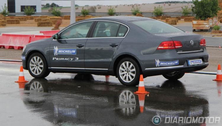 Prueba de frenada recta sobre suelo mojado, Michelin Primacy3